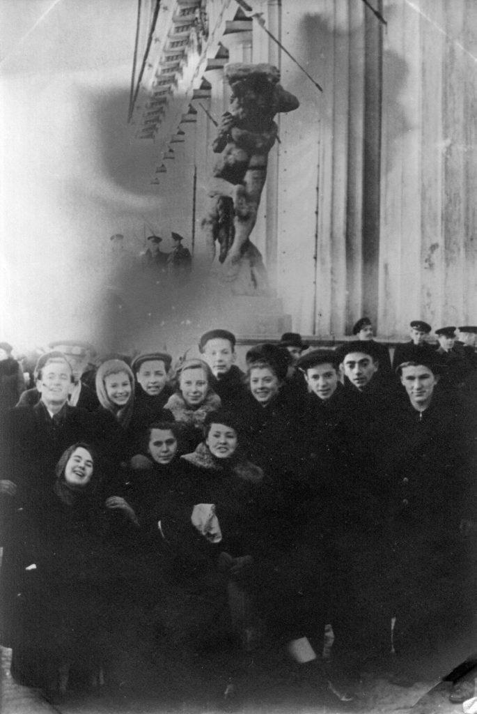 На демонстрации, Ленинград, первый курс ЛГИ