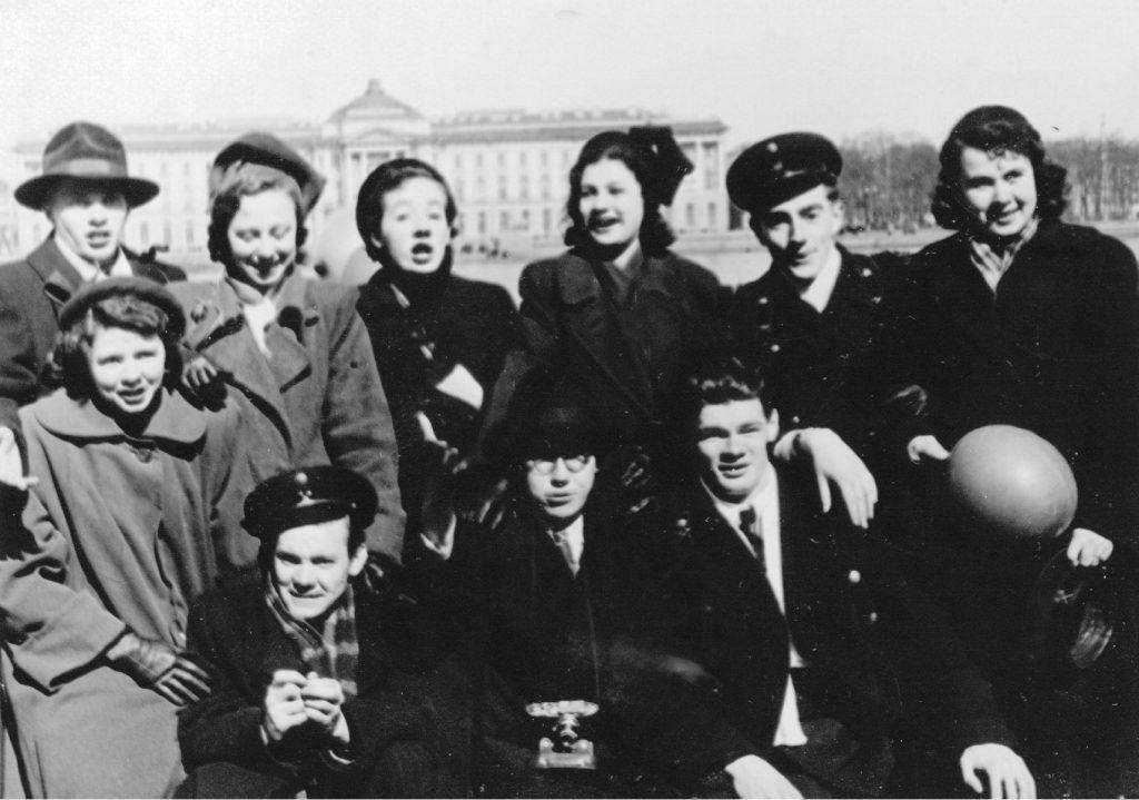 На майской демонстрации, Ленинград (54-56г)