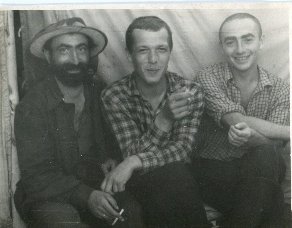 Александр Городницкий в экспедиции. Река Сухариха, Туруханский край, 1962 год