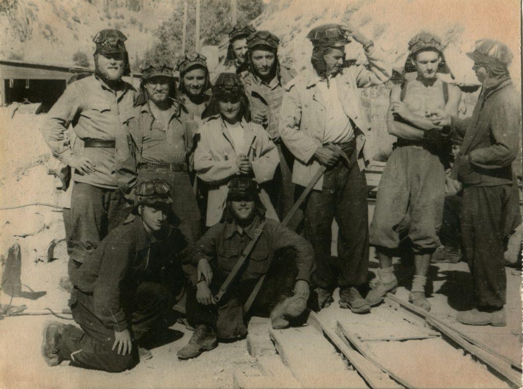 На урановом руднике в Сталинобаде, 1955 год