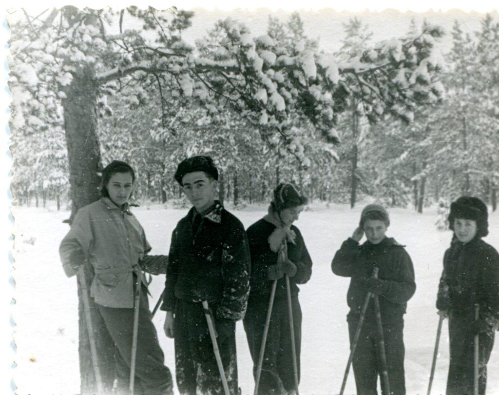 Александр Городницкий на лыжной прогулке, 1958 год