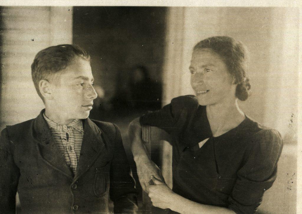 С мамой, 1946 год