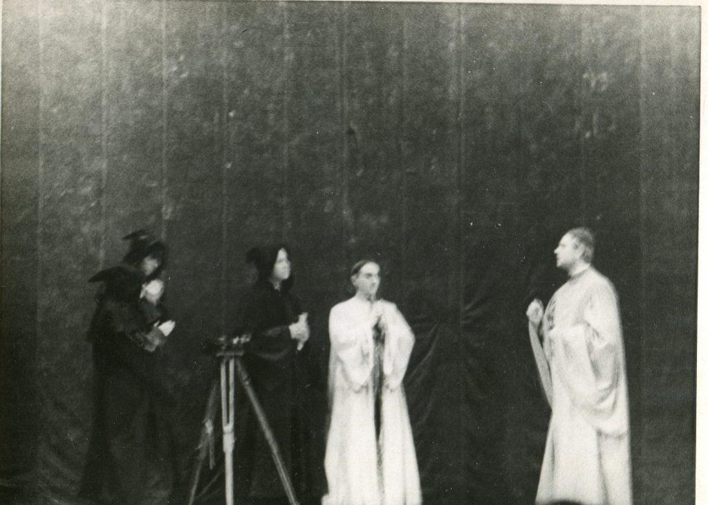 Александр Городницкий в факультетском спектакле ЛГИ, 1954 год