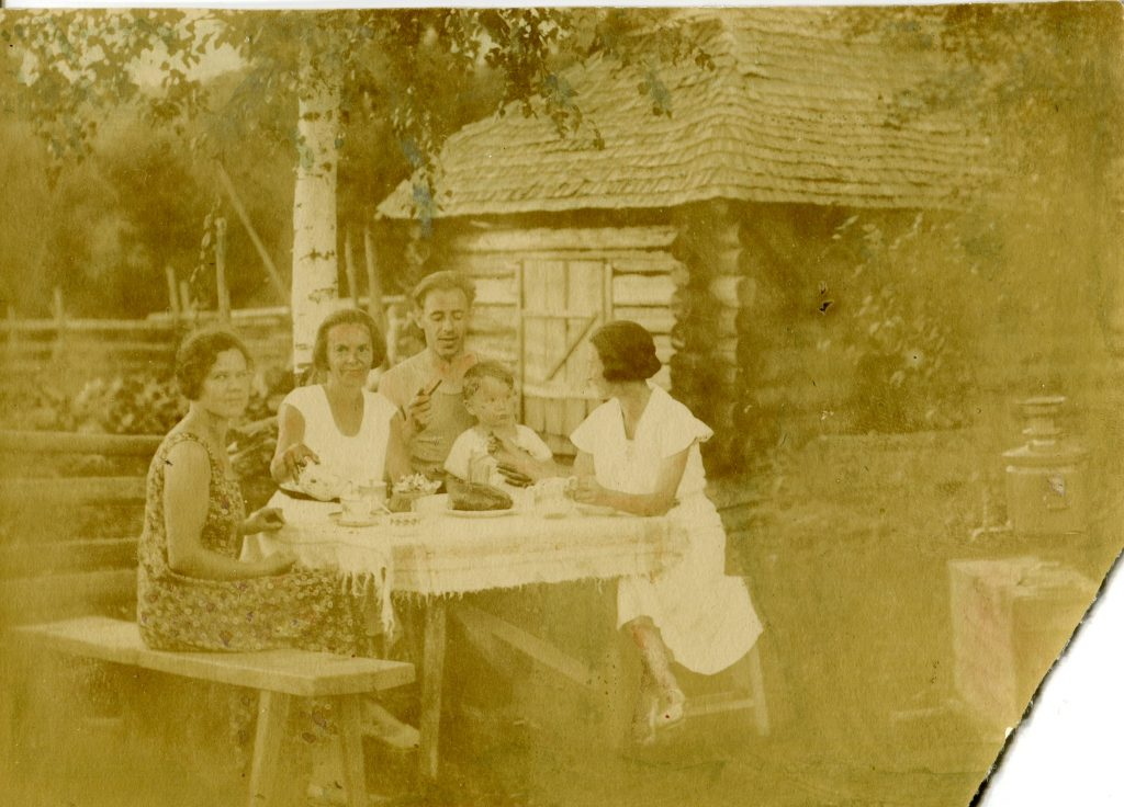 С родителями, 1935 год