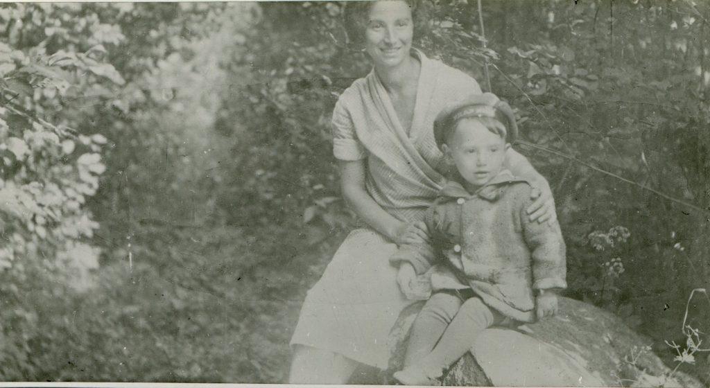С мамой, 1936 год