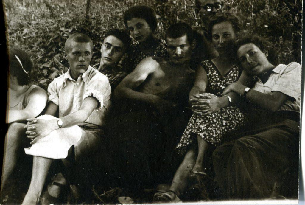 Александр Городницкий с друзьями, середина 50-х годов