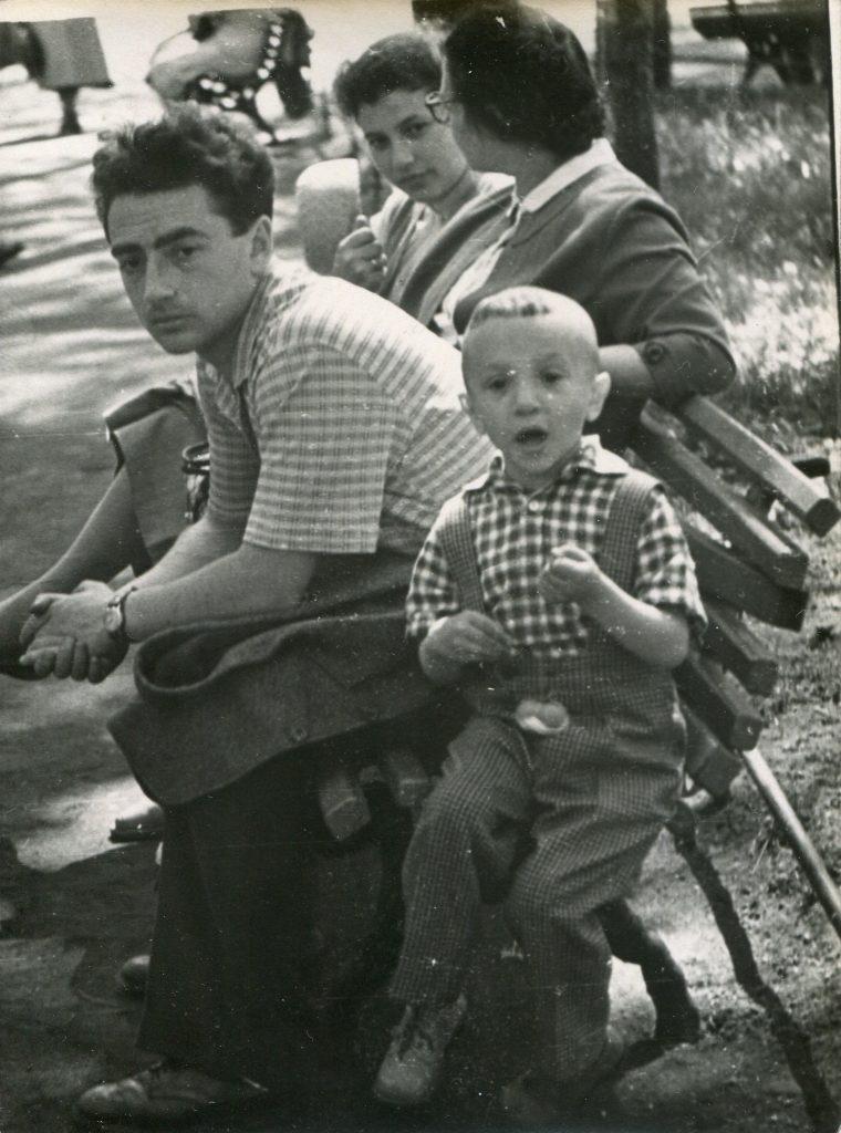 С мамой, женой и сыном, Ленинград, 1959 год