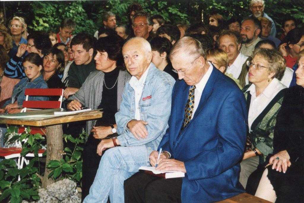 С Евгением Евтушенко в музее Булата Окуджавы, Переделкино, 09.05.1999