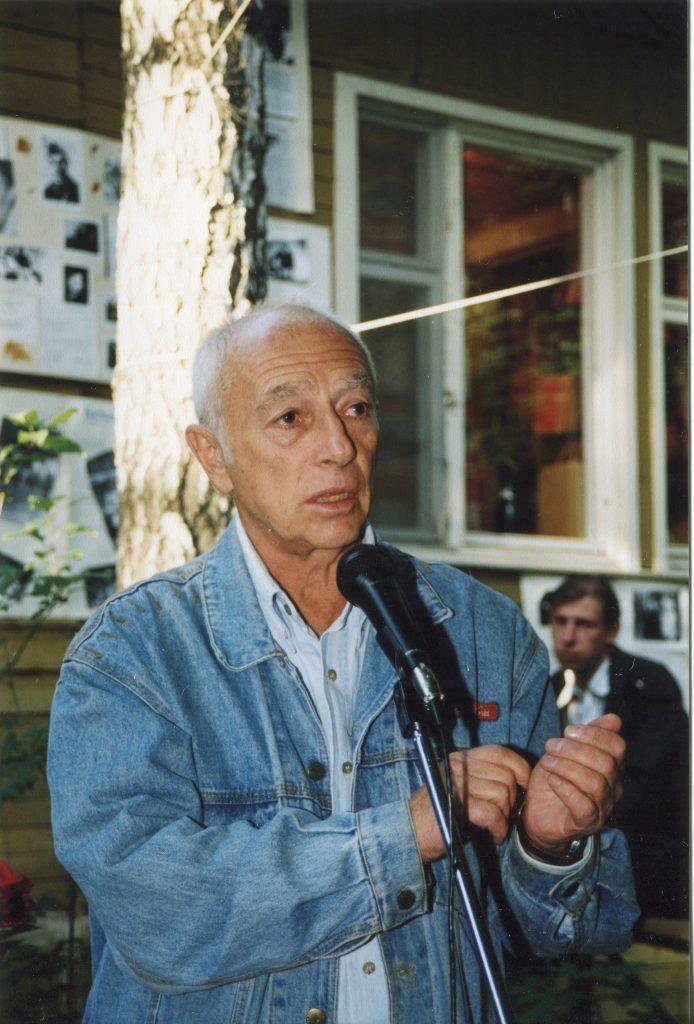 Александр Городницкий в музее Булата Окуджавы, Переделкино, 09.05.1999