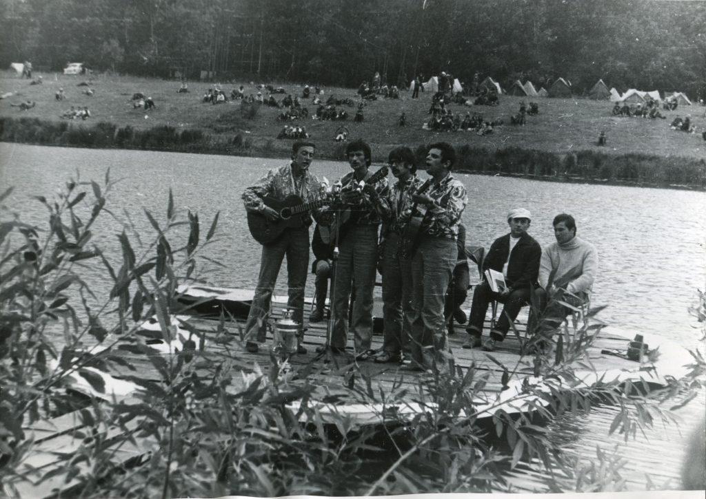 Александр Городницкий на Грушинском фестивале, 1976 год