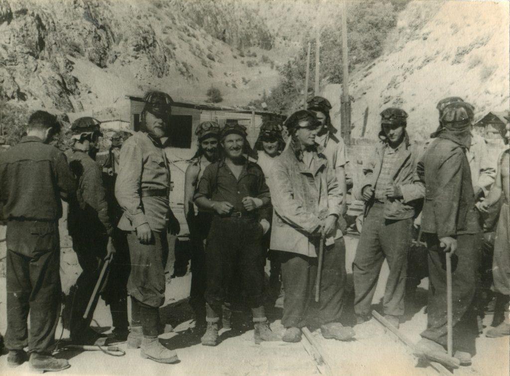 Александр Городницкий на урановом руднике под Сталинобадом, 1955 год