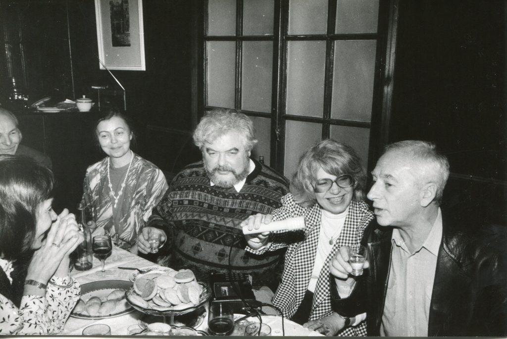 СПб, 1993 год «Парадиз». В центре Р. Яхнин