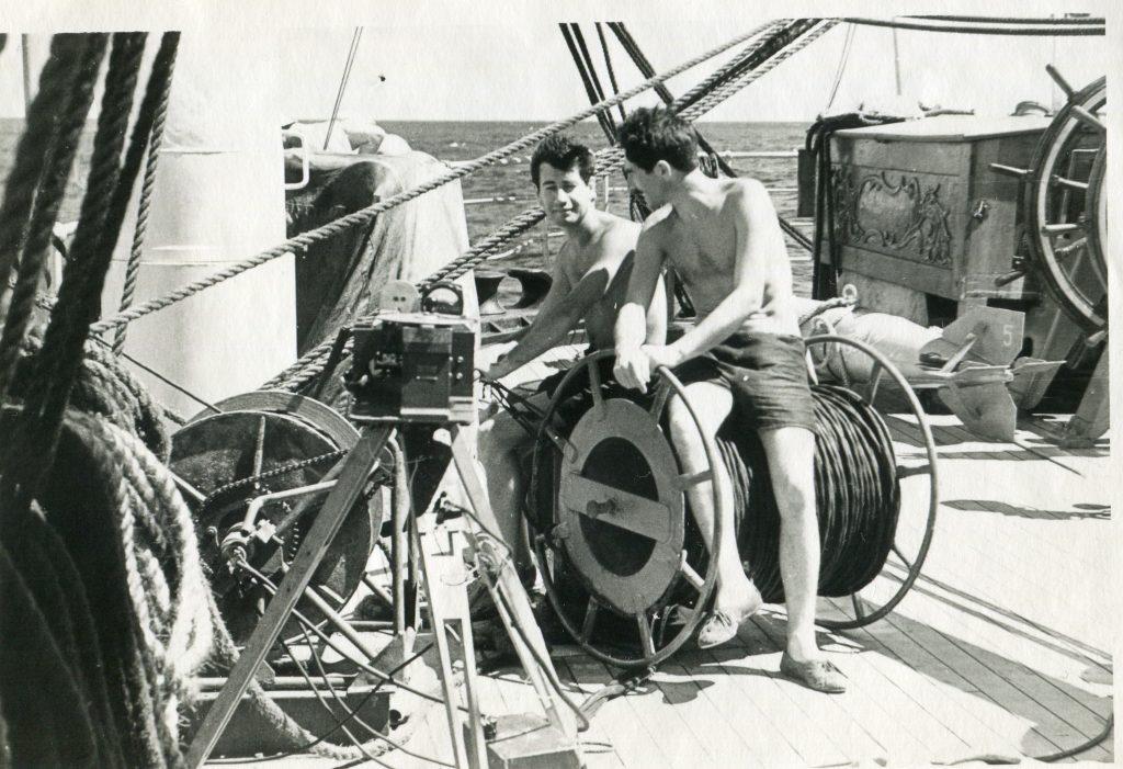 Александр Городницкий и Э. Литвинов на «Крузенштерне», 1962 год