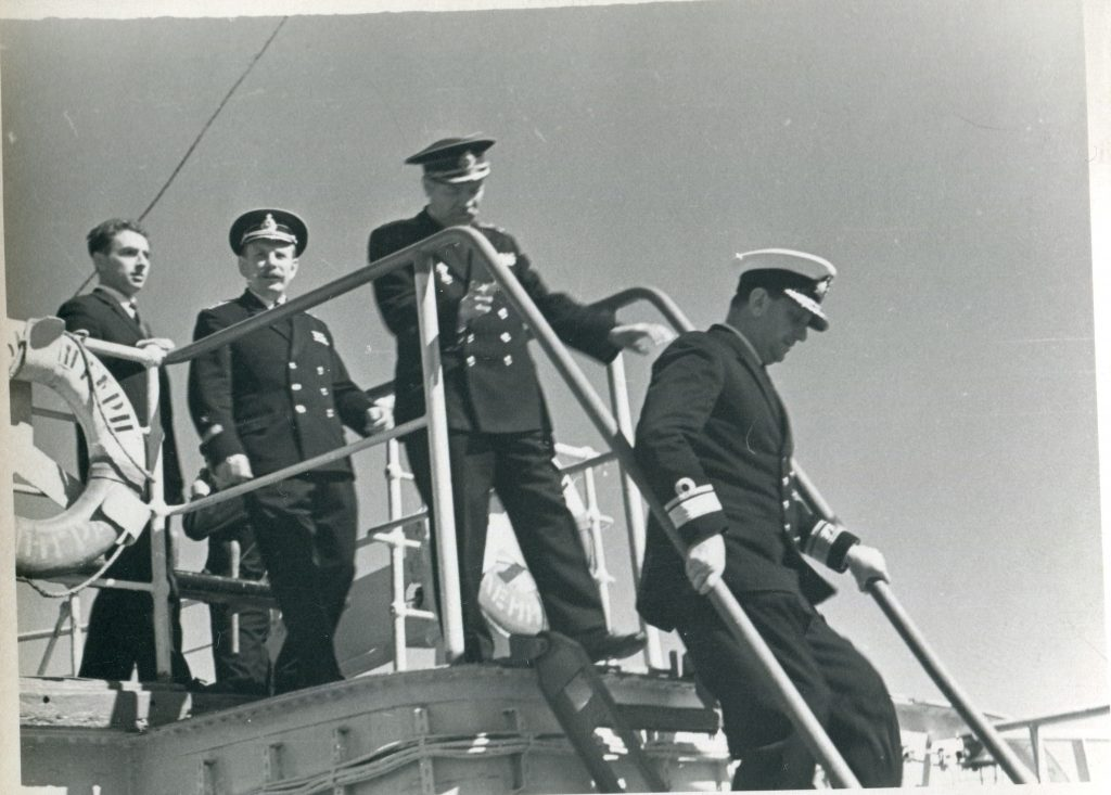 Прием командующего английской базой ВМФ адмирала Сэра Томаса Бэста на паруснике «Крузенштерн», Гибралтар, 1963