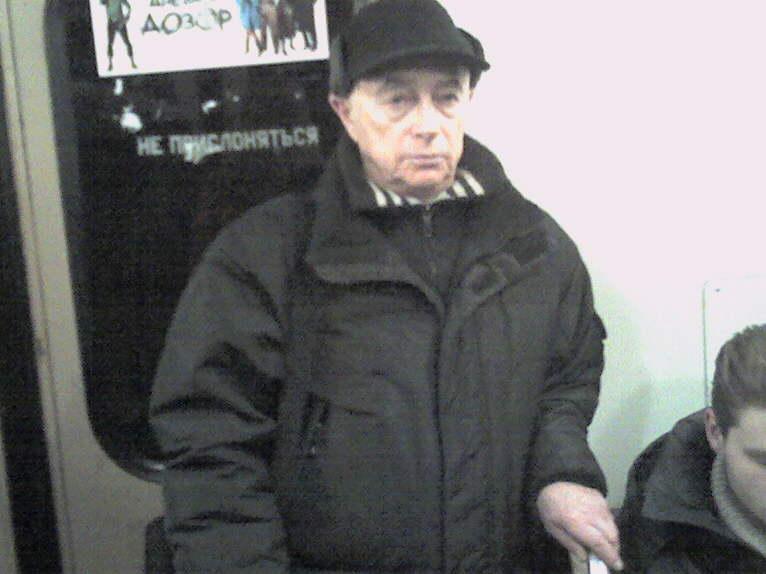 В метро. Москва, февраль 2006 года