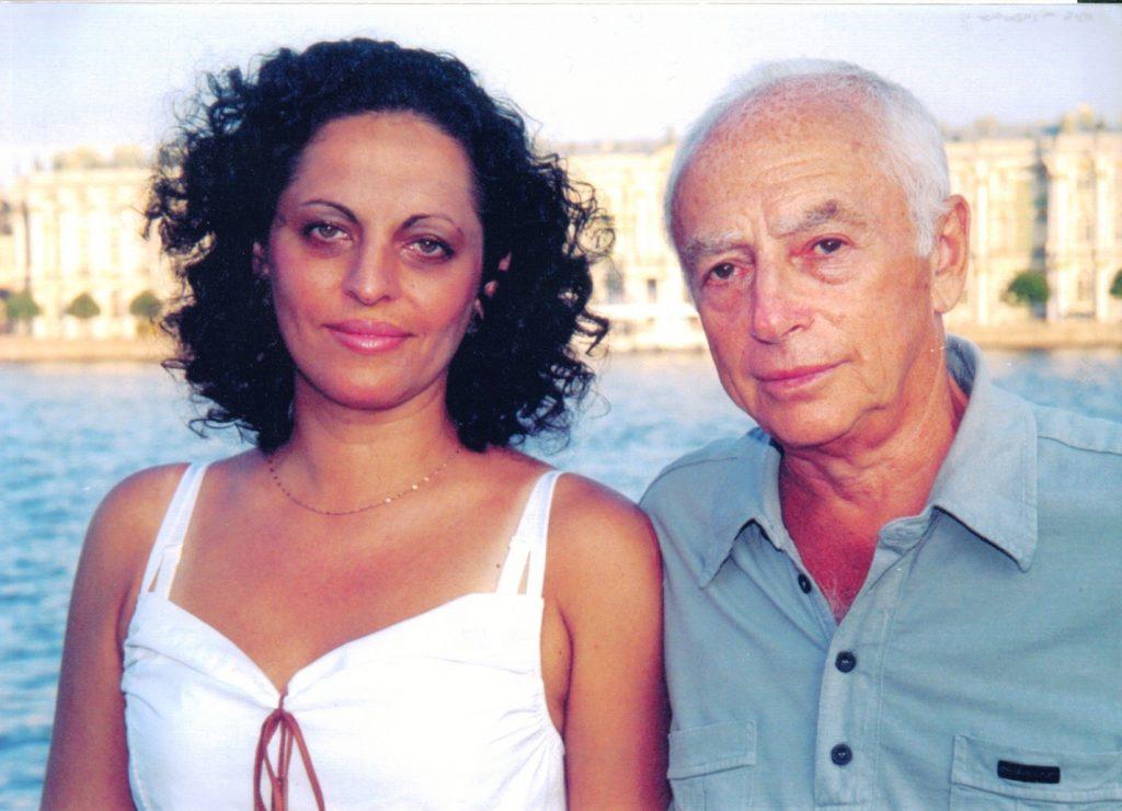 С Натальей Касперович на Стрелке Васильевского острова, Санкт-Петербург, 2002 год,