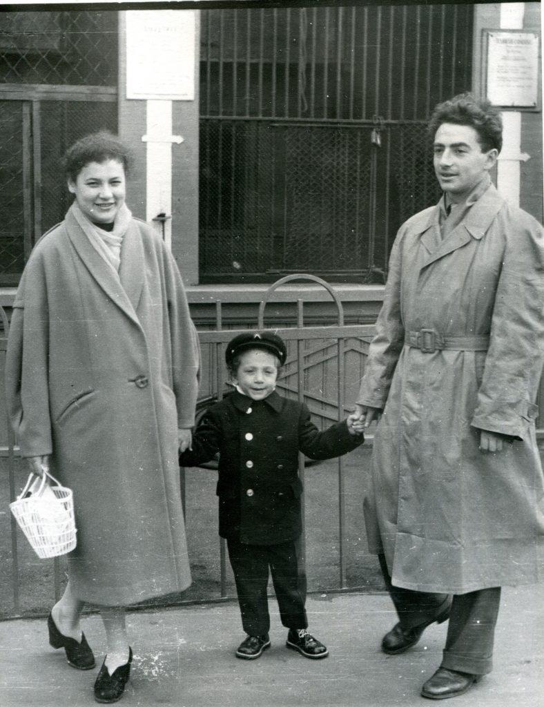 С женой и сыном, 1959 год