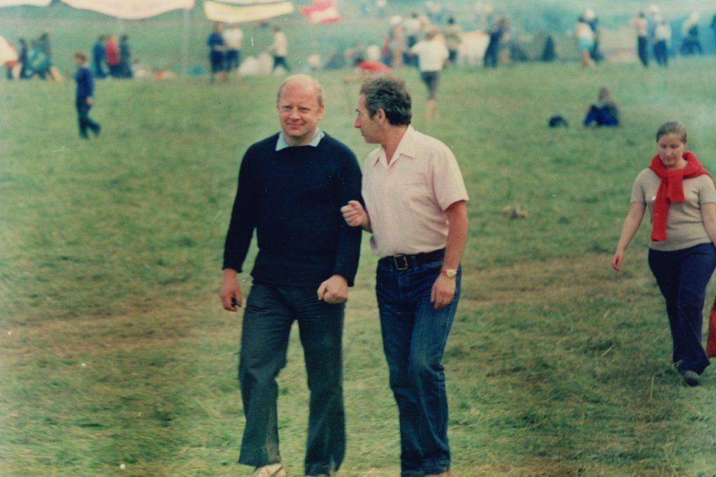 Александр Городницкий и Юрий Визбор на Грушинском фестивале, приблизительно 1972 год