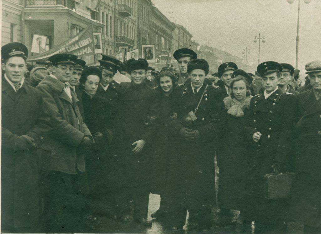 Александр Городницкий на демонстрации, Ленинград, 1954 год