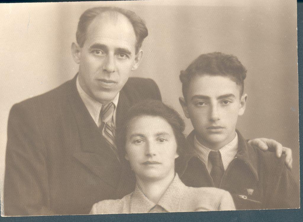 С родителями, 1949 год
