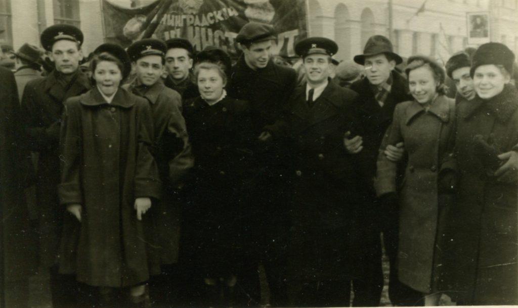 Александр Городницкий на демострации, Ленинград, 1953 год