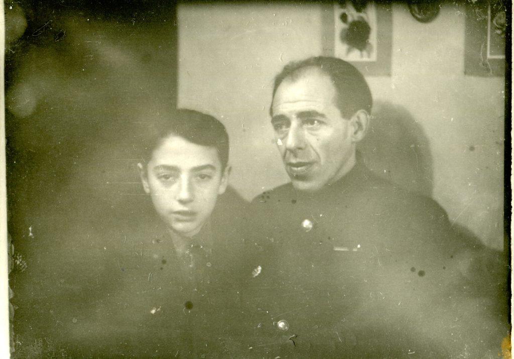 С отцом, 1947 год