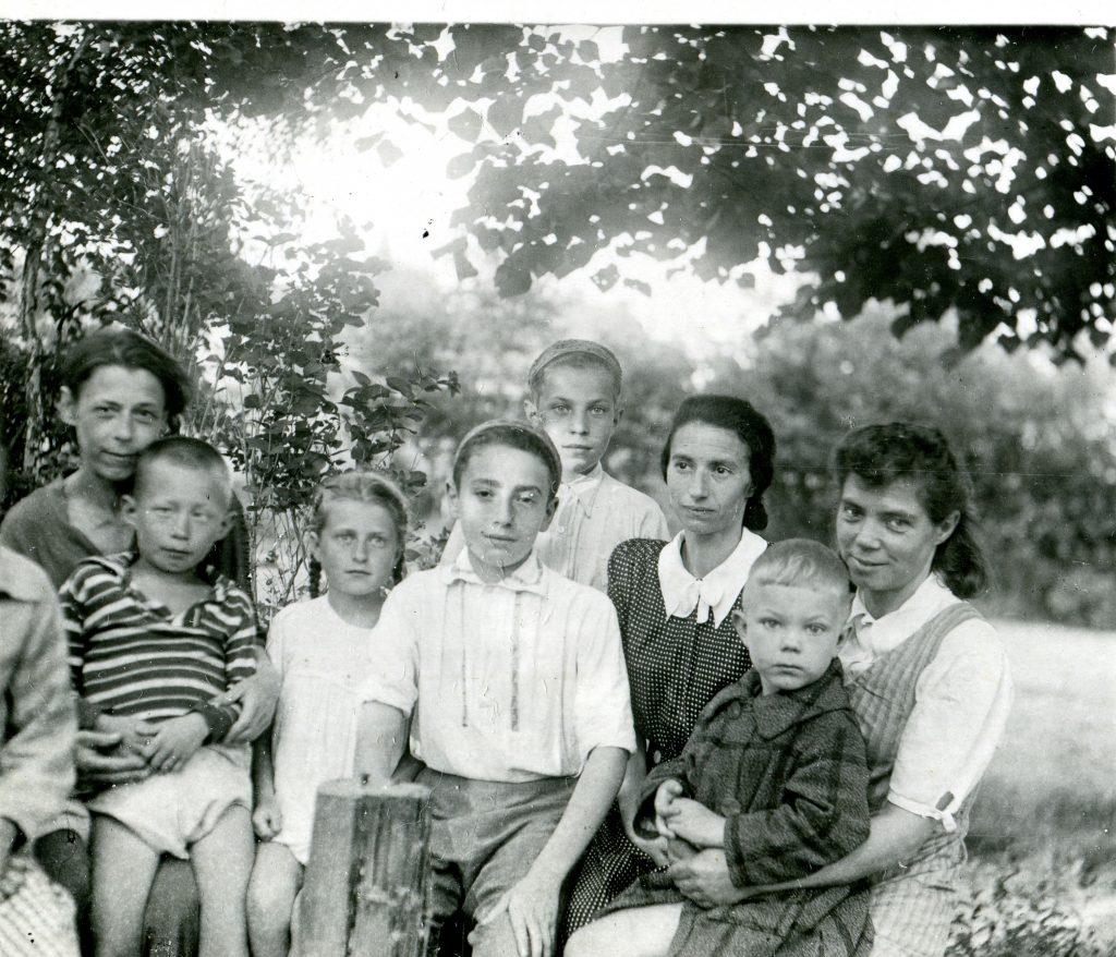 С мамой, 1948 год