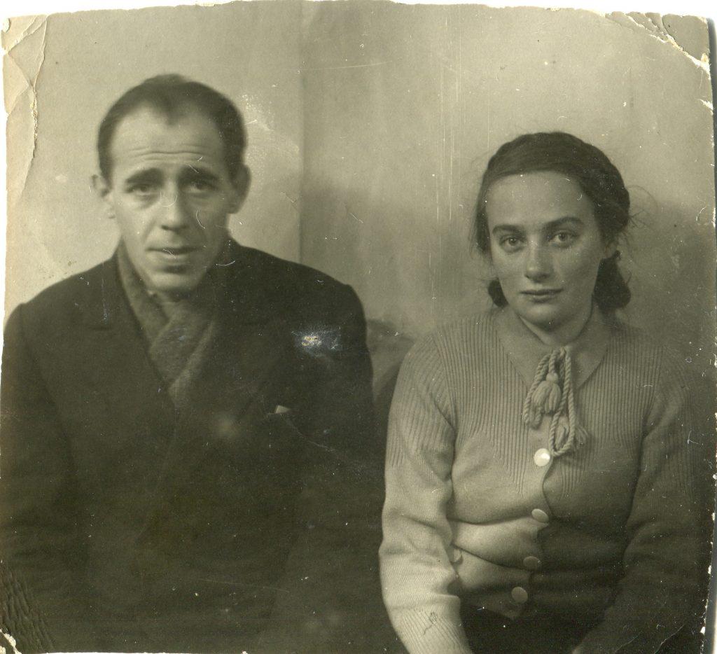М.А. Городницкий с двоюродной сестрой Мурой, 1945 год