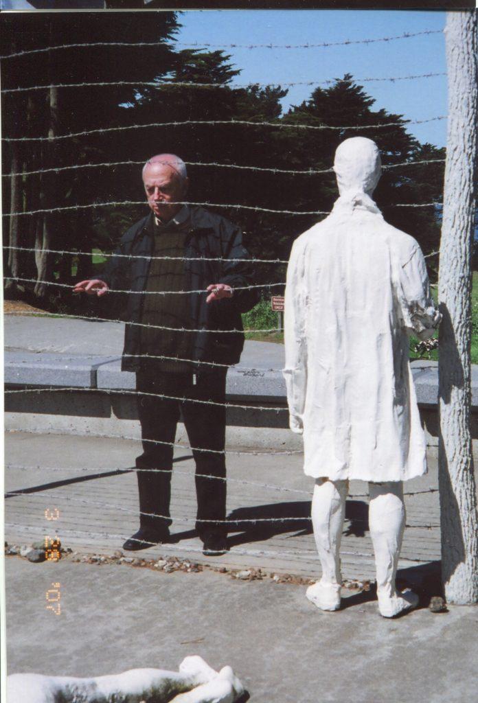 Александр Городницкий у мемориала жертвам холокоста, США, Сан-Франциско, 2007 год