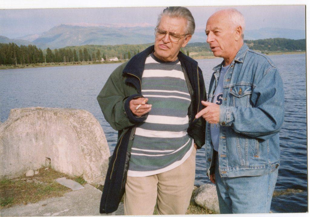 С Фазилем Искандером, Абхазия, 2003 год
