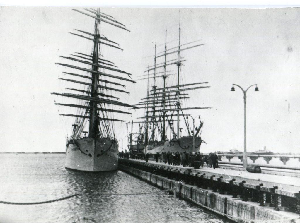 ЭОС «Крузенштерн» в Гибралтаре, 1963 год