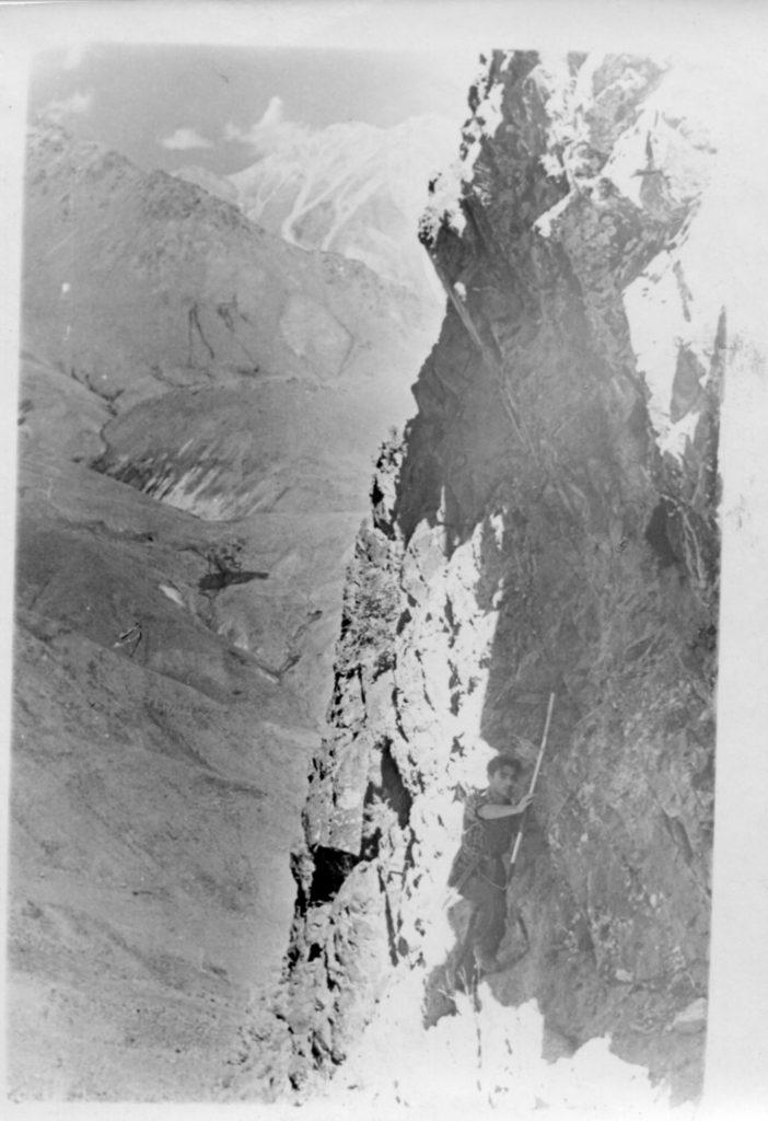 Александр Городницкий в экспедиции на Гиссарском хребте, 1955 год