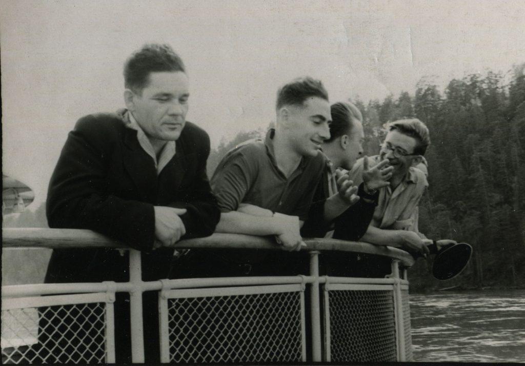 Александр Городницкий на Енисее, 1957 год