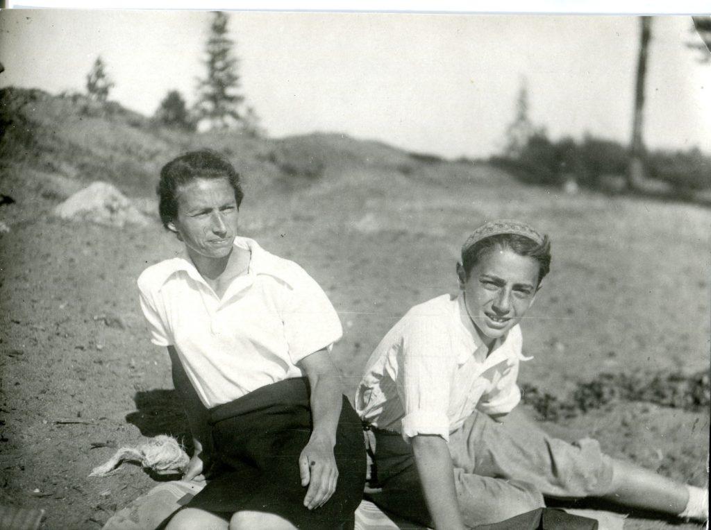 С мамой, ориентировочно 1946 год