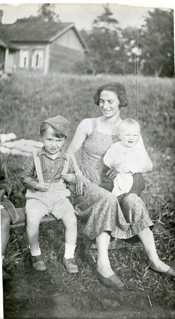 С мамой, 1938 год