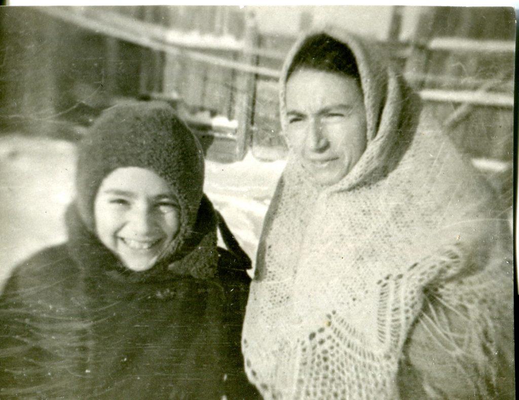 С мамой. Омск, 1943 год