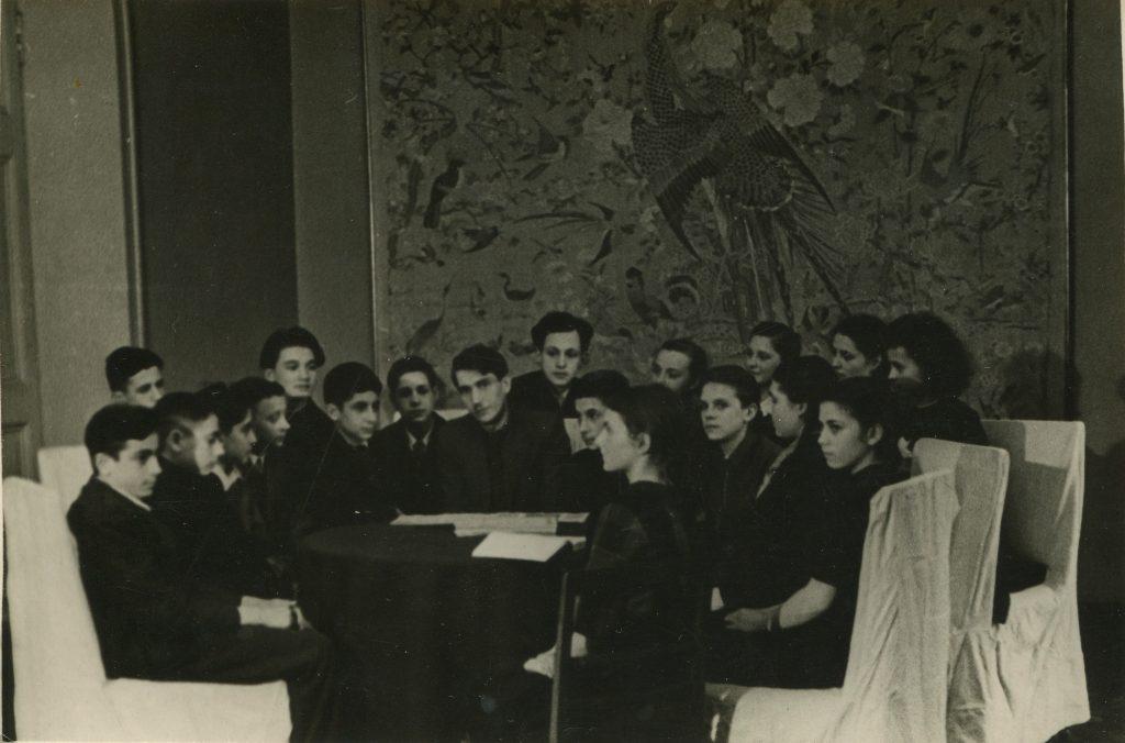 Александр Городницкий в литературном кружке Дворца пионеров, Ленинград, 1947 год