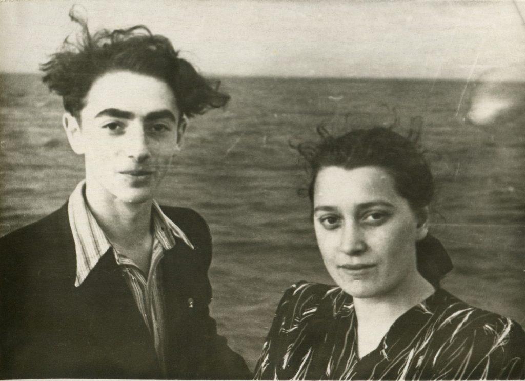 Александр Городницкий и Ира Морозова, Финский залив, 1952 год