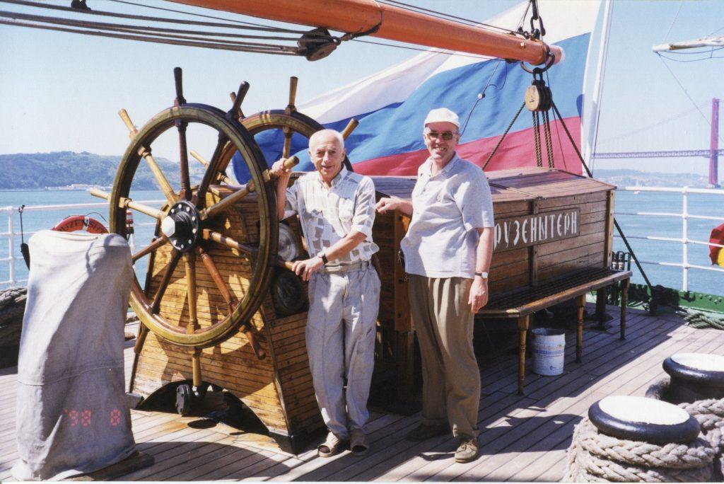 Александр Городницкий и Сергей Васильев на паруснике «Крузенштерн», 1998 год