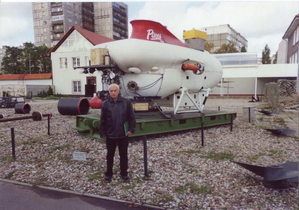 У глубоководного обитаемого аппарата «Пайсис», Калининград, 2001 год
